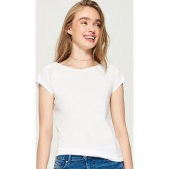 T-shirt basic - Biały. Żółte t-shirty damskie marki Reserved, m. Za 9,99 zł.
