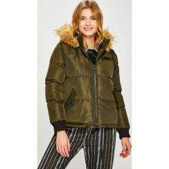 Answear - Kurtka. Brązowe kurtki damskie pikowane ANSWEAR, l, z elastanu, z kapturem. W wyprzedaży za 169,90 zł.