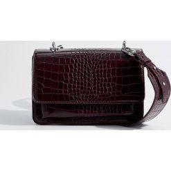 Torebka z odpinanym paskiem - Bordowy. Czerwone torebki klasyczne damskie Mohito. Za 119,99 zł.