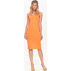 SUKIENKA DAMSKA, DOPASOWANA, GŁADKA, NA RAMIĄCZKACH. Szare sukienki na komunię marki Top Secret, na jesień, na ramiączkach, dopasowane. Za 59,99 zł.