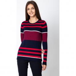 Granatowy sweter w czerwone pasy QUIOSQUE. Czerwone swetry klasyczne damskie QUIOSQUE, s, ze skóry, z klasycznym kołnierzykiem. W wyprzedaży za 99,99 zł.
