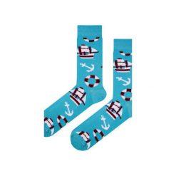 Skarpety niebieskie w kotwice - marynistyczne. Niebieskie skarpetki męskie Em men's accessories, z bawełny. Za 29,99 zł.
