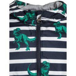 GAP TODDLER BOY  Kurtka przeciwdeszczowa true indigo. Niebieskie kurtki chłopięce przeciwdeszczowe marki GAP, z materiału. W wyprzedaży za 143,10 zł.