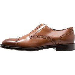 Azzaro SAGNIER Eleganckie buty cognac. Brązowe buty wizytowe męskie Azzaro, z materiału, na sznurówki. Za 629,00 zł.