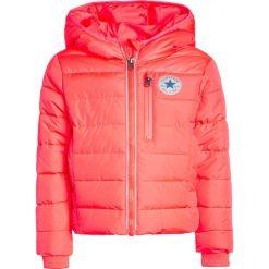 Converse MID WEIGHT CORE JACKET Kurtka zimowa hot punch. Czerwone kurtki chłopięce zimowe marki Reserved, z kapturem. W wyprzedaży za 335,20 zł.