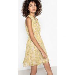 Sukienki hiszpanki: Prosta, krótka sukienka bez rękawów w kwiaty