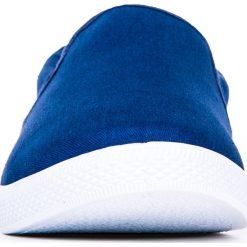 Trampki męskie: BUTY MĘSKIE TRAMPKI SLIP ON T120 – GRANATOWE