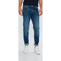 Wrangler - Jeansy Greensboro. Niebieskie jeansy męskie regular Wrangler. Za 319,90 zł.