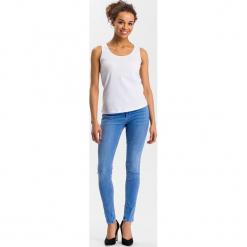 """Dżinsy """"Alan"""" - Skinny fit - w kolorze błękitnym. Niebieskie rurki damskie marki Cross Jeans, z aplikacjami. W wyprzedaży za 113,95 zł."""