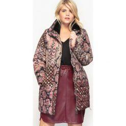Bomberki damskie: Wzorzysta półdługa kurtka puchowa