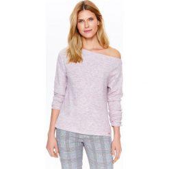 Swetry oversize damskie: SWETER DAMSKI Z DEKOLTEM W ŁÓDKĘ W KOLORZE DELIKATNEGO RÓŻU