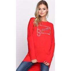 Czerwona Tunika Another Word. Czerwone tuniki damskie z długim rękawem Born2be, l, z napisami, z okrągłym kołnierzem. Za 39,99 zł.