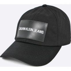 Calvin Klein Jeans - Czapka. Czarne czapki z daszkiem damskie Calvin Klein Jeans, z bawełny. W wyprzedaży za 99,90 zł.