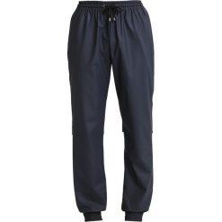 Spodnie dresowe damskie: Rains Spodnie treningowe blue