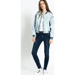 Pepe Jeans - Jeansy Regent. Niebieskie jeansy damskie marki Pepe Jeans, z aplikacjami, z bawełny, z podwyższonym stanem. W wyprzedaży za 199,90 zł.