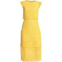 Warehouse TIERED DRESS Sukienka koktajlowa yellow. Żółte sukienki koktajlowe marki Warehouse, z bawełny. Za 449,00 zł.