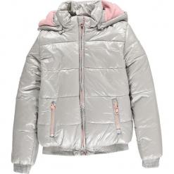 Kurtka zimowa w kolorze lawendowo-różowym. Czerwone kurtki dziewczęce zimowe marki Reserved, z kapturem. W wyprzedaży za 192,95 zł.