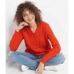 Sweter z warkoczami. Czerwone swetry klasyczne damskie marki Orsay, xs, z dzianiny, dekolt w kształcie v. W wyprzedaży za 80,00 zł.
