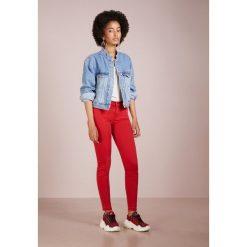 7 for all mankind Jeans Skinny Fit flame. Czerwone boyfriendy damskie 7 for all mankind, z bawełny. Za 929,00 zł.