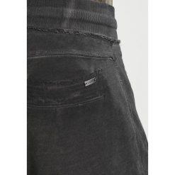 Tigha TREVOR ZIP Spodnie treningowe vintage grey. Szare spodnie dresowe męskie marki Tigha, z bawełny. Za 379,00 zł.