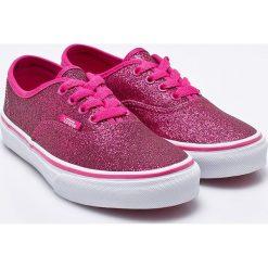 Vans - Tenisówki dziecięce. Różowe buty sportowe dziewczęce marki Vans, z gumy, z okrągłym noskiem, na sznurówki. W wyprzedaży za 179,90 zł.