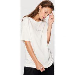 T-shirt Biały. Białe t-shirty damskie marki Reserved, l, z dzianiny. Za 19,99 zł.