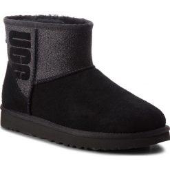 Buty UGG - W Classic Mini 1098452 W/Blk. Szare buty zimowe damskie marki Ugg, z materiału, z okrągłym noskiem. Za 879,00 zł.