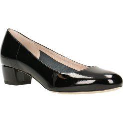 Czółenka LATINA. Czarne buty ślubne damskie Gino Rossi, z lakierowanej skóry, na niskim obcasie, na szpilce. Za 299,90 zł.