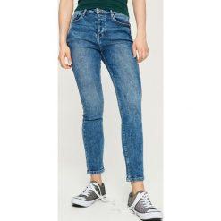 Jeansy slim fit z wysokim stanem - Niebieski. Niebieskie jeansy damskie relaxed fit Sinsay, z podwyższonym stanem. W wyprzedaży za 59,99 zł.