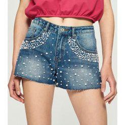 Szorty damskie: Jeansowe szorty z perłami – Niebieski