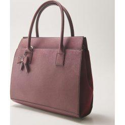 Torba typu tote bag z brelokiem - Bordowy. Czerwone torebki klasyczne damskie House, z breloczkiem. Za 69,99 zł.