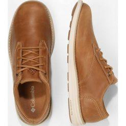 Columbia IRVINGTON OXFORD Obuwie hikingowe elk/fawn. Brązowe buty sportowe męskie Columbia, z materiału, outdoorowe. W wyprzedaży za 399,20 zł.