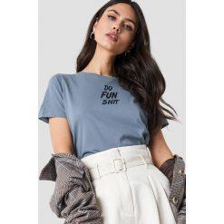 NA-KD T-shirt Do Fun Shit - Blue. Niebieskie t-shirty damskie NA-KD, z nadrukiem, z okrągłym kołnierzem. Za 72,95 zł.