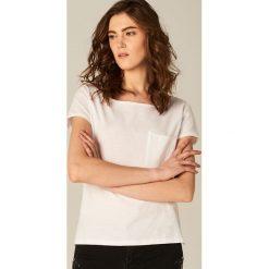 Koszulka z dekoltem typu łódka - Biały. Brązowe t-shirty damskie marki Mohito, m. Za 29,99 zł.