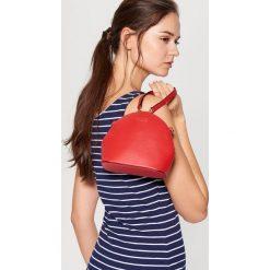 Torebki klasyczne damskie: Mini torebka z odpinanym paskiem – Czerwony