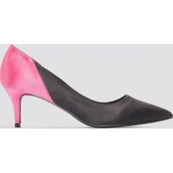 NA-KD Shoes Satynowe czółenka na średnim obcasie - Black,Multicolor. Czarne buty ślubne damskie NA-KD Shoes, z satyny, na średnim obcasie, na obcasie. W wyprzedaży za 70,98 zł.