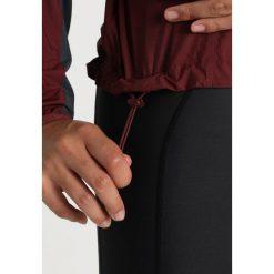 POC RESISTANCE ENDURO WIND Kurtka sportowa propylene red. Czerwone kurtki sportowe damskie POC, l, z materiału. W wyprzedaży za 575,20 zł.