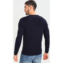 Swetry klasyczne męskie: TOM TAILOR DENIM GRINDLE BASIC PLUS CREWNECK Sweter night sky blue