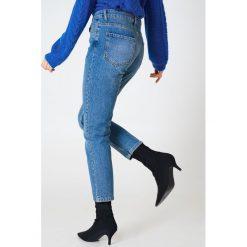 Rut&Circle Jeansy Louisa Vintage - Blue. Zielone jeansy damskie marki Rut&Circle, z dzianiny, z okrągłym kołnierzem. Za 202,95 zł.