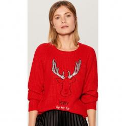 Świąteczny sweter z pozytywką - Czerwony. Czerwone swetry klasyczne damskie Mohito, l. Za 99,99 zł.