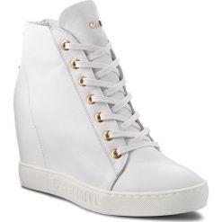 Sneakersy CARINII - B4437 L46-000-000-B88. Białe sneakersy damskie Carinii, z materiału. W wyprzedaży za 229,00 zł.