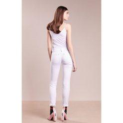 DRYKORN PULL Jeans Skinny Fit white denim. Białe rurki damskie DRYKORN. Za 549,00 zł.