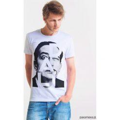 DALI ARTIST Męski T-shirt. Szare t-shirty męskie Pakamera, m, z bawełny, z klasycznym kołnierzykiem. Za 99,00 zł.