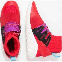 Adidas Originals TUBULAR DOOM WINTER Tenisówki i Trampki wysokie scarlet/shock purple. Czerwone tenisówki damskie marki adidas Originals, z materiału. W wyprzedaży za 374,50 zł.