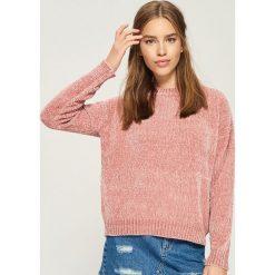 Szenilowy sweter - Różowy. Czerwone swetry klasyczne damskie Sinsay, l. Za 59,99 zł.
