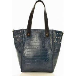 Eva Minge Femestage Torebka z wężowym tłoczeniem granatowy. Niebieskie torebki klasyczne damskie Eva Minge, w paski, ze skóry, z tłoczeniem. Za 179,00 zł.