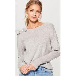 Miękki sweter z domieszką wełny - Jasny szar. Szare swetry klasyczne damskie marki Mohito, l, z wełny. Za 89,99 zł.