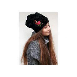 Czapka CHAPOOSIE BlackFur & Rose. Czarne czapki zimowe damskie Chapoosie, z haftami. Za 125,10 zł.