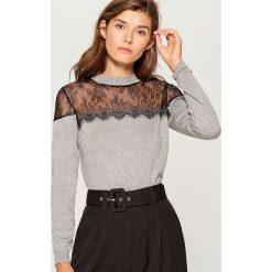 Sweter z koronką - Szary. Szare swetry klasyczne damskie marki Mohito, l, z koronki. Za 89,99 zł.