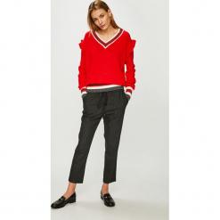 Trendyol - Sweter. Szare swetry klasyczne damskie Trendyol, l, z dzianiny. Za 69,90 zł.